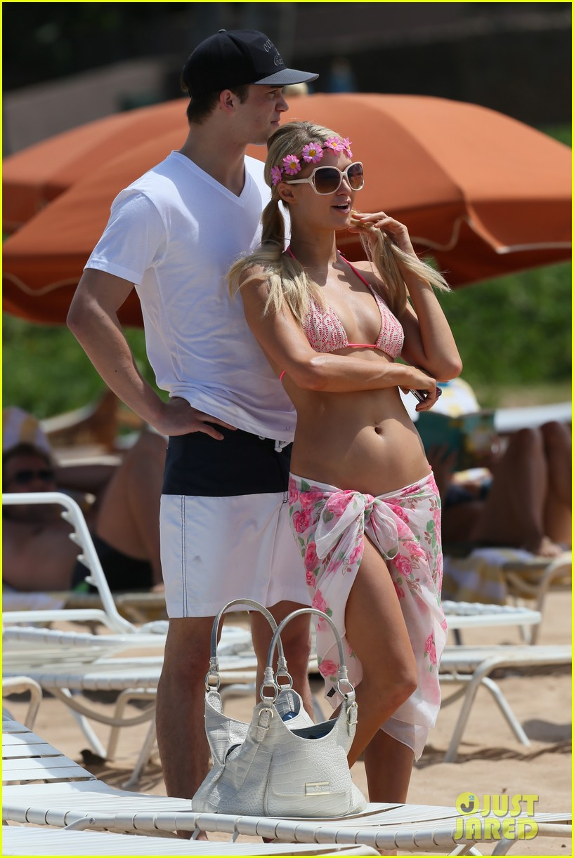 paris hilton river viiperi hawaiian beach vacation 01