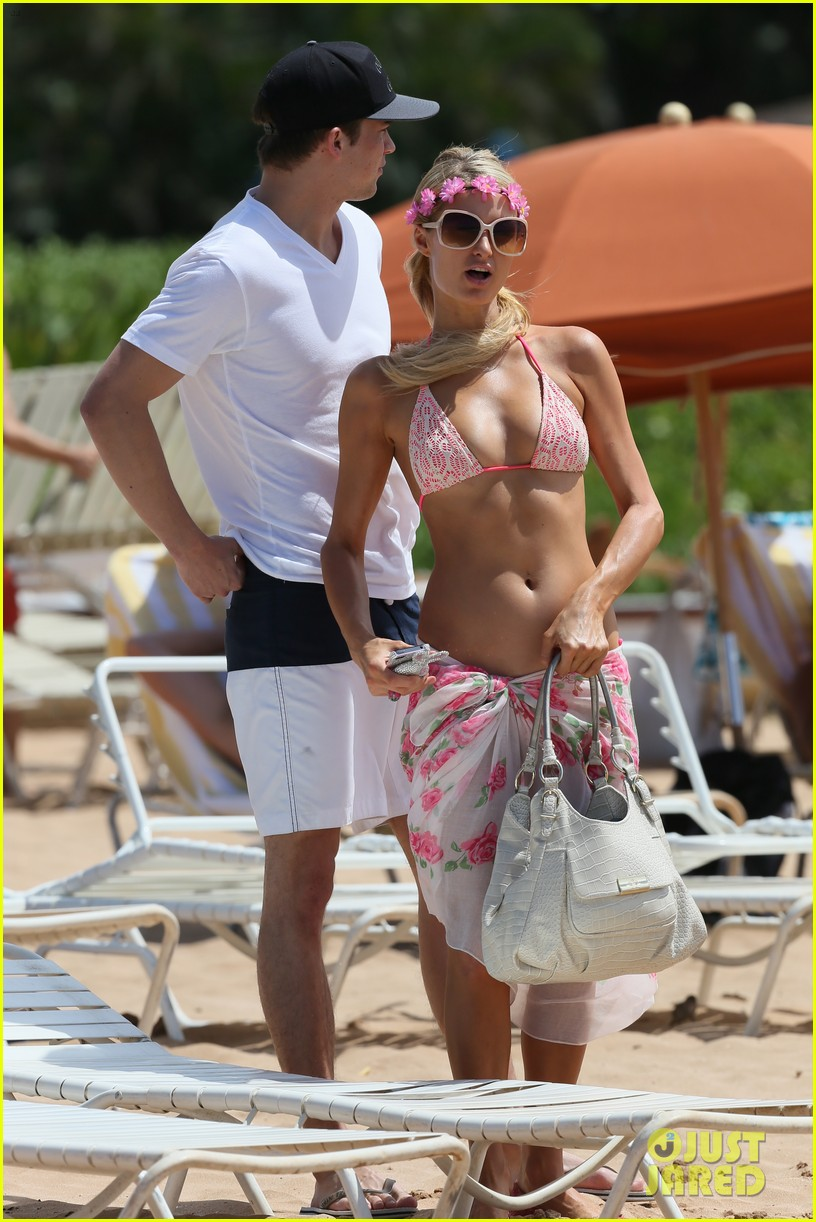 paris hilton river viiperi hawaiian beach vacation 23