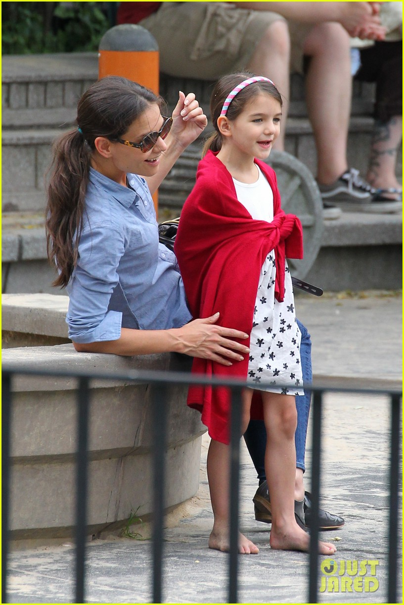 suri cruise katie holmes little red riding hood 13