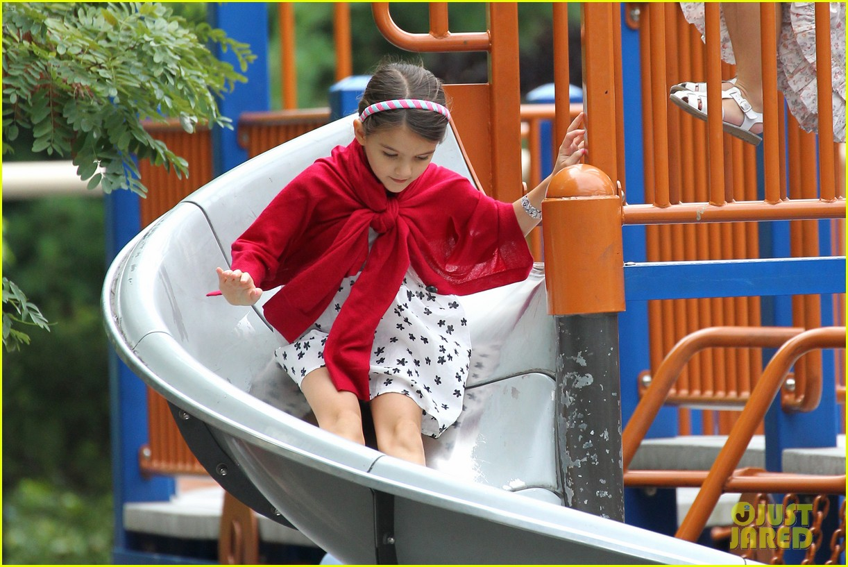 suri cruise katie holmes little red riding hood 30