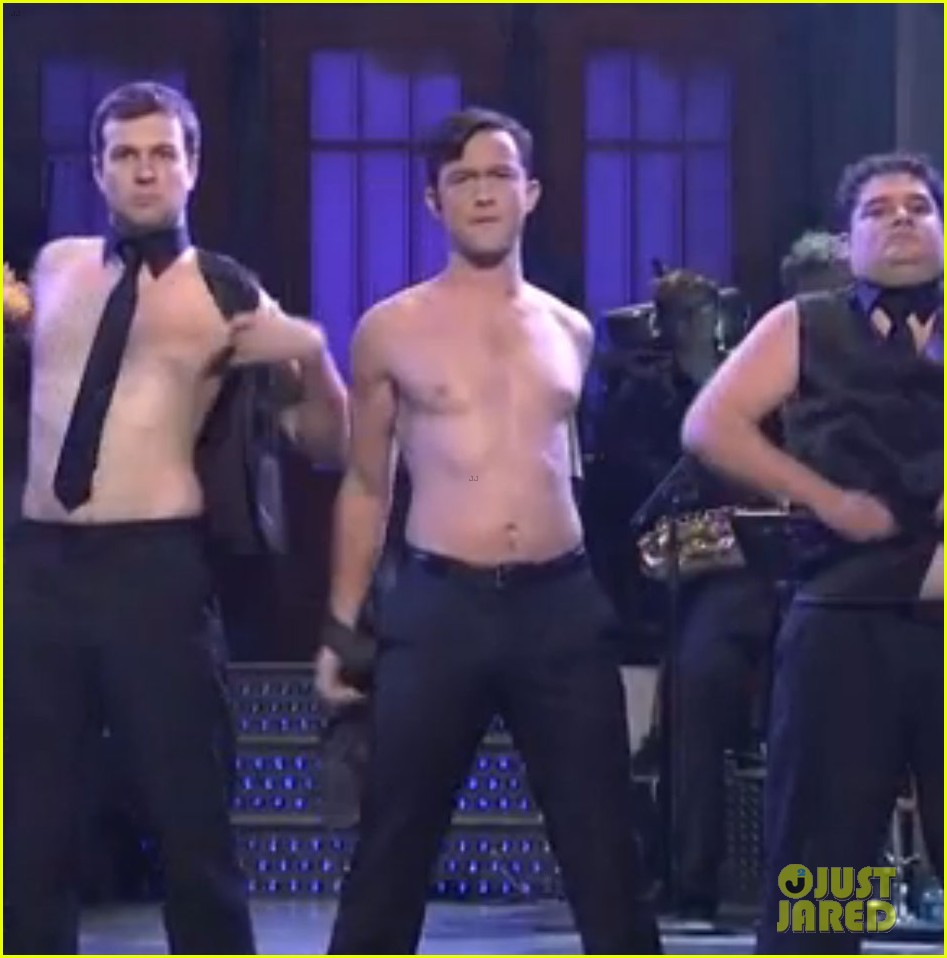 joseph gordon levitt shirtless magic mike dance on snl 03