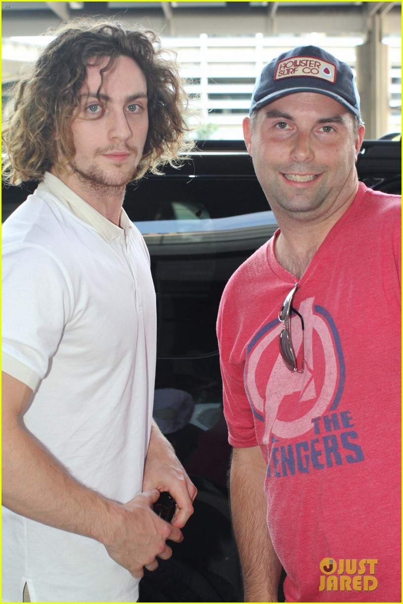 aaron taylor johnson airport with sam wylda rae romy hero 07