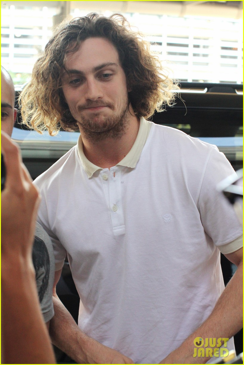 aaron taylor johnson airport with sam wylda rae romy hero 14