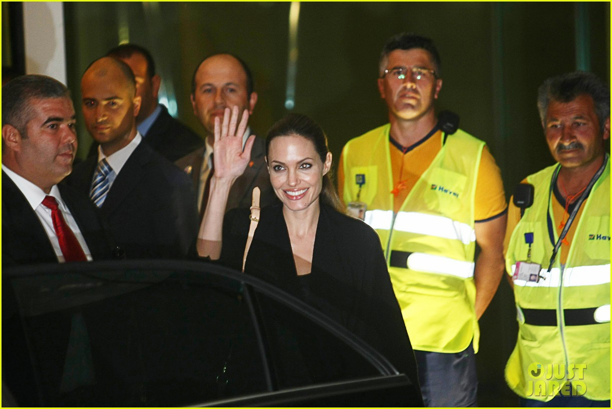 angelina jolie meets syrian refugee children in turkey 02