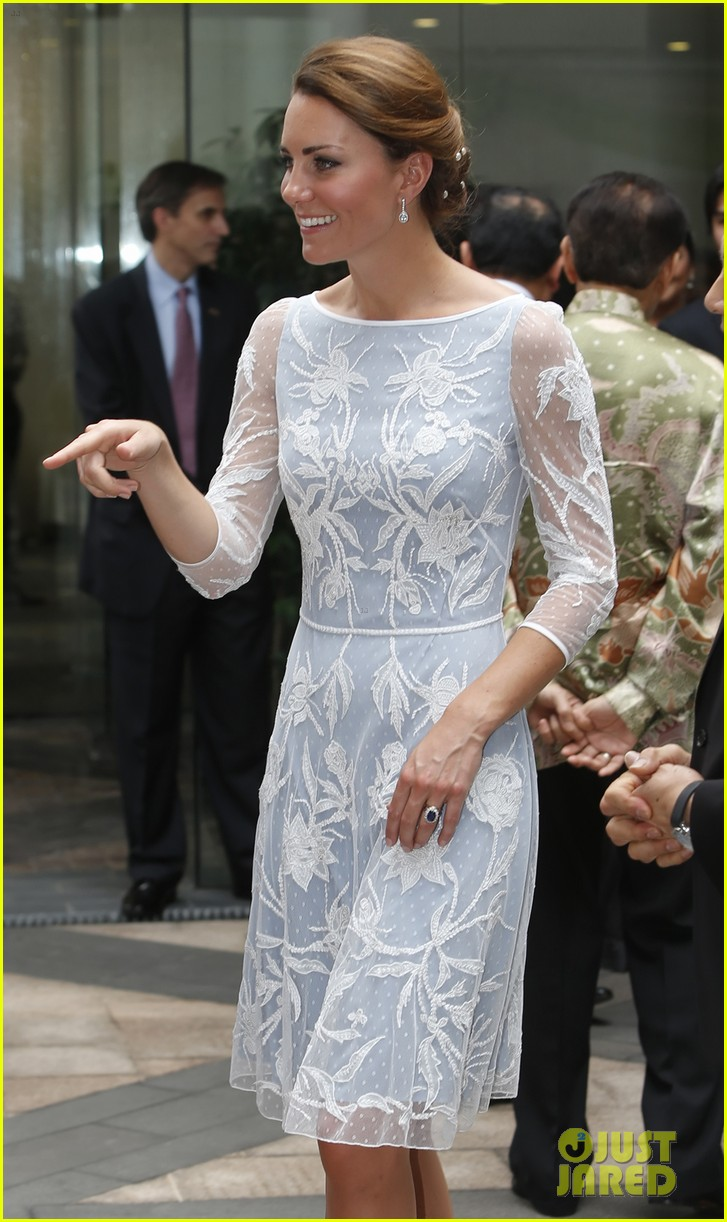 duchess kate prince william mosque visit 18