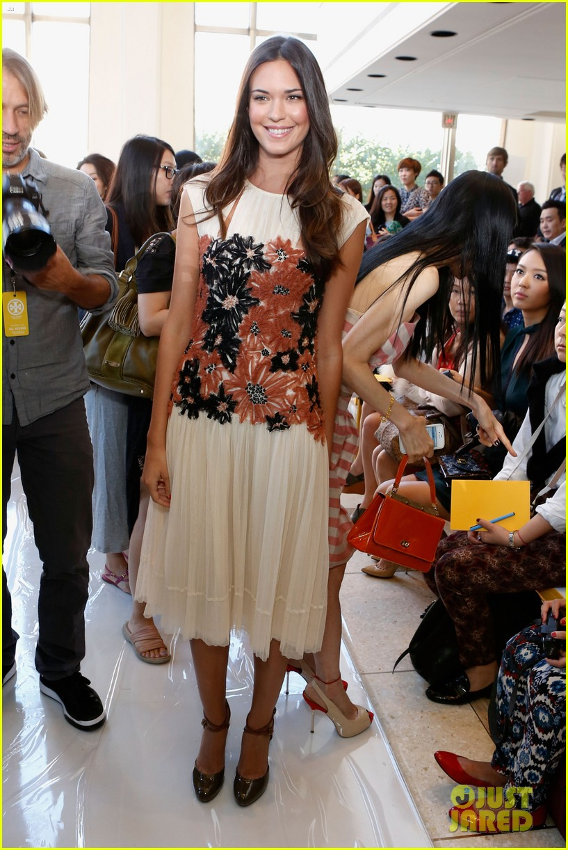 minka kelly jordana brewster fashion week shows 09
