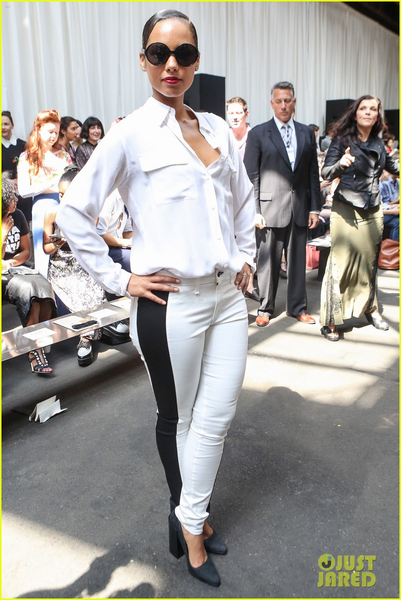 alicia keys reeve carney edun fashion show 01