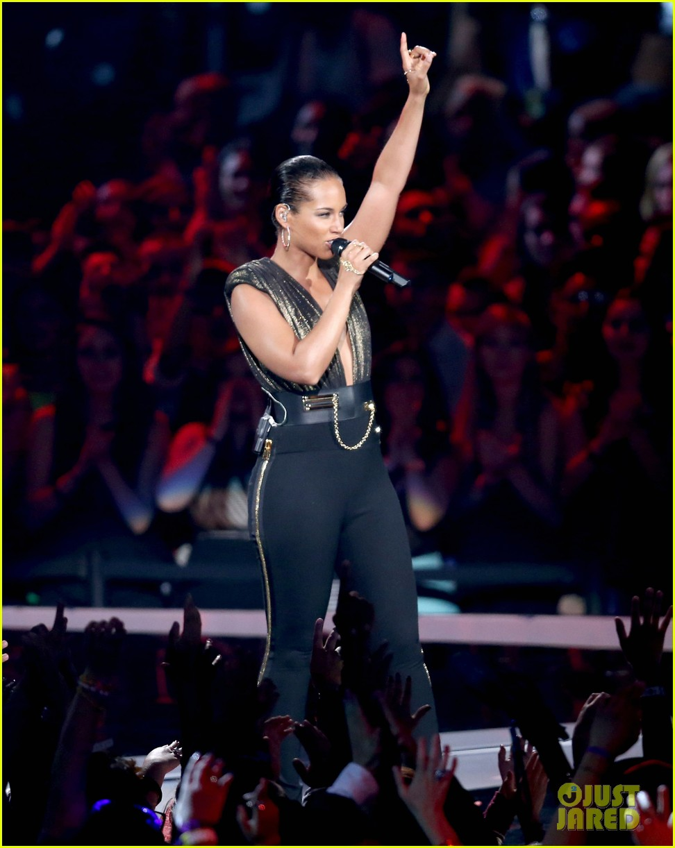 alicia keys nicki minaj girl on fire inferno mtv vmas 072715959