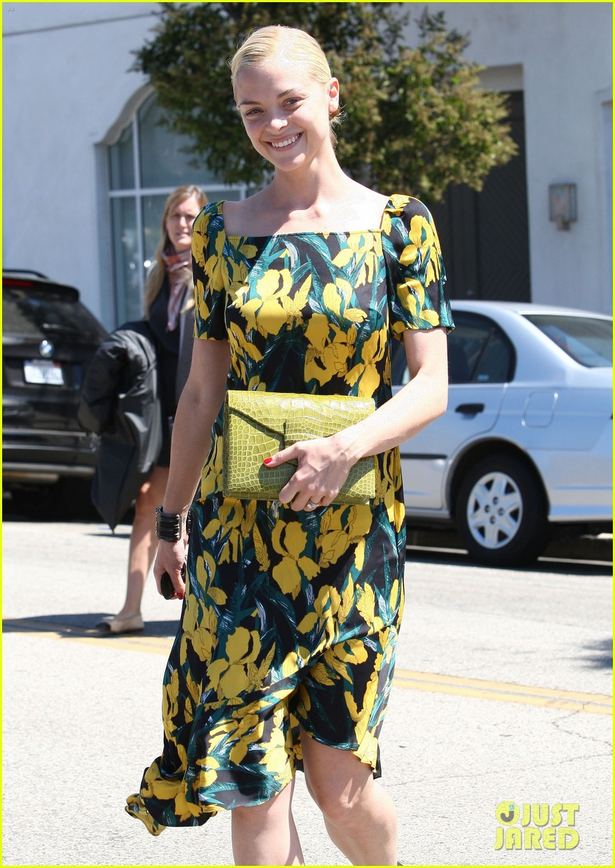 jaime king shopping salon visit 06