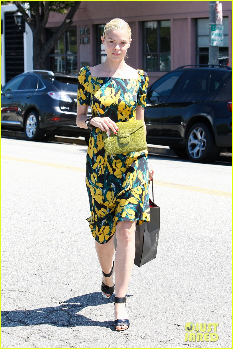 jaime king shopping salon visit 122721734