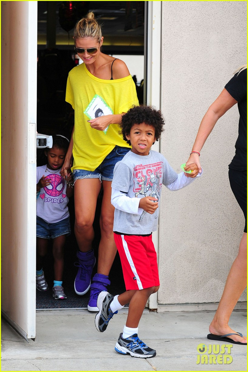 heidi klum martin kristen chuck e cheese with the kids 35