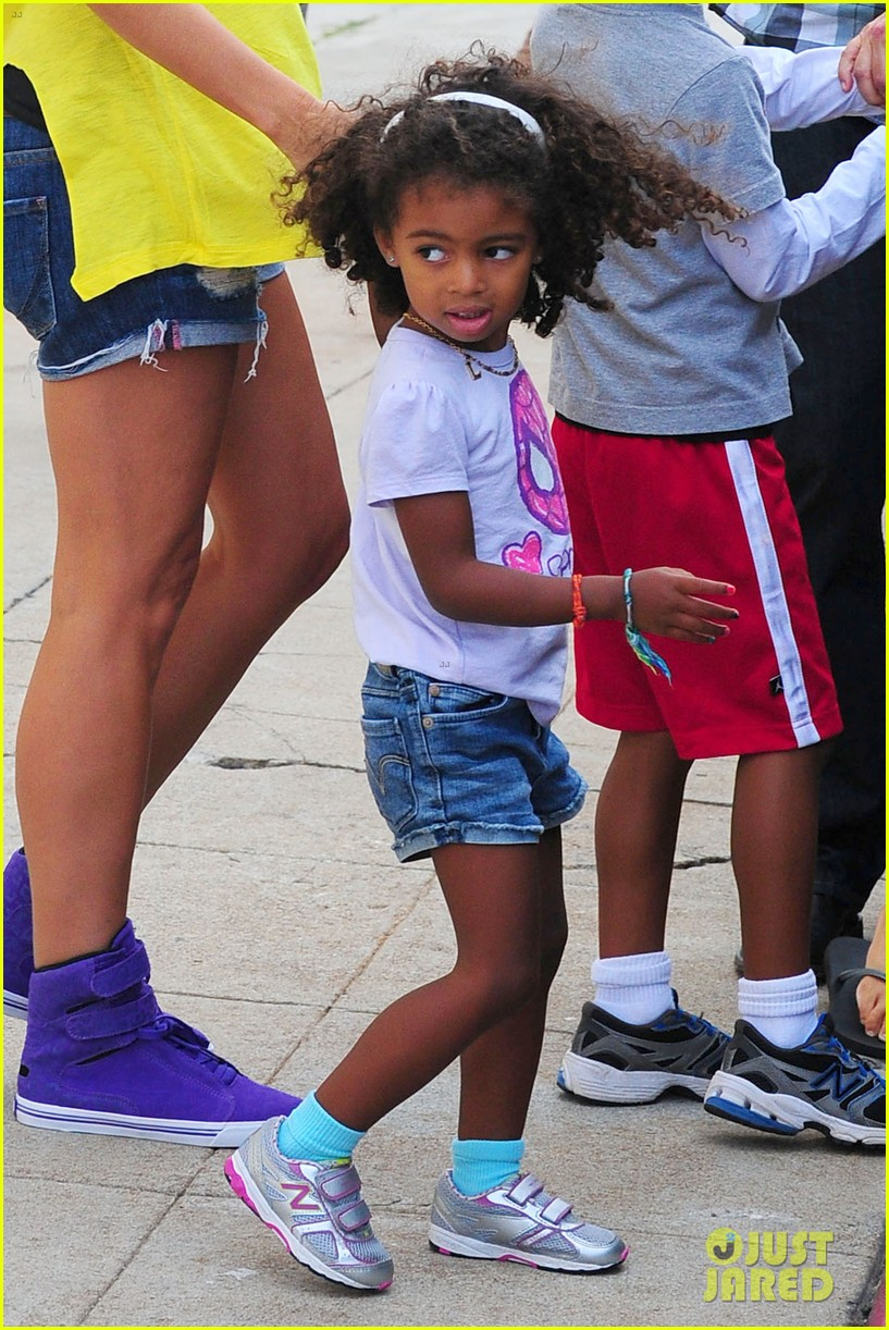 heidi klum martin kristen chuck e cheese with the kids 372727785