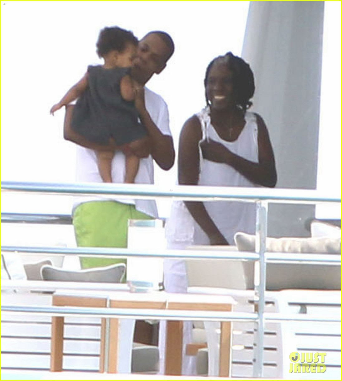beyonce jay z france kisses with blue ivy 13