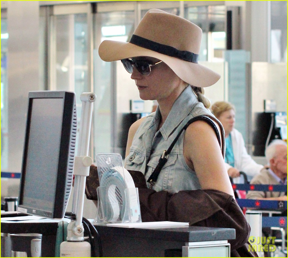 diane kruger leaves toronto 12