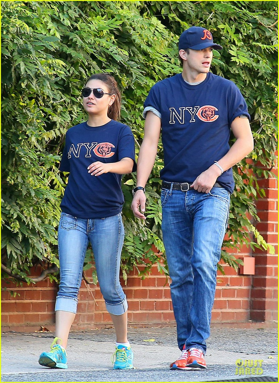 ashton kutcher mila kunis chicago bears couple 082727522