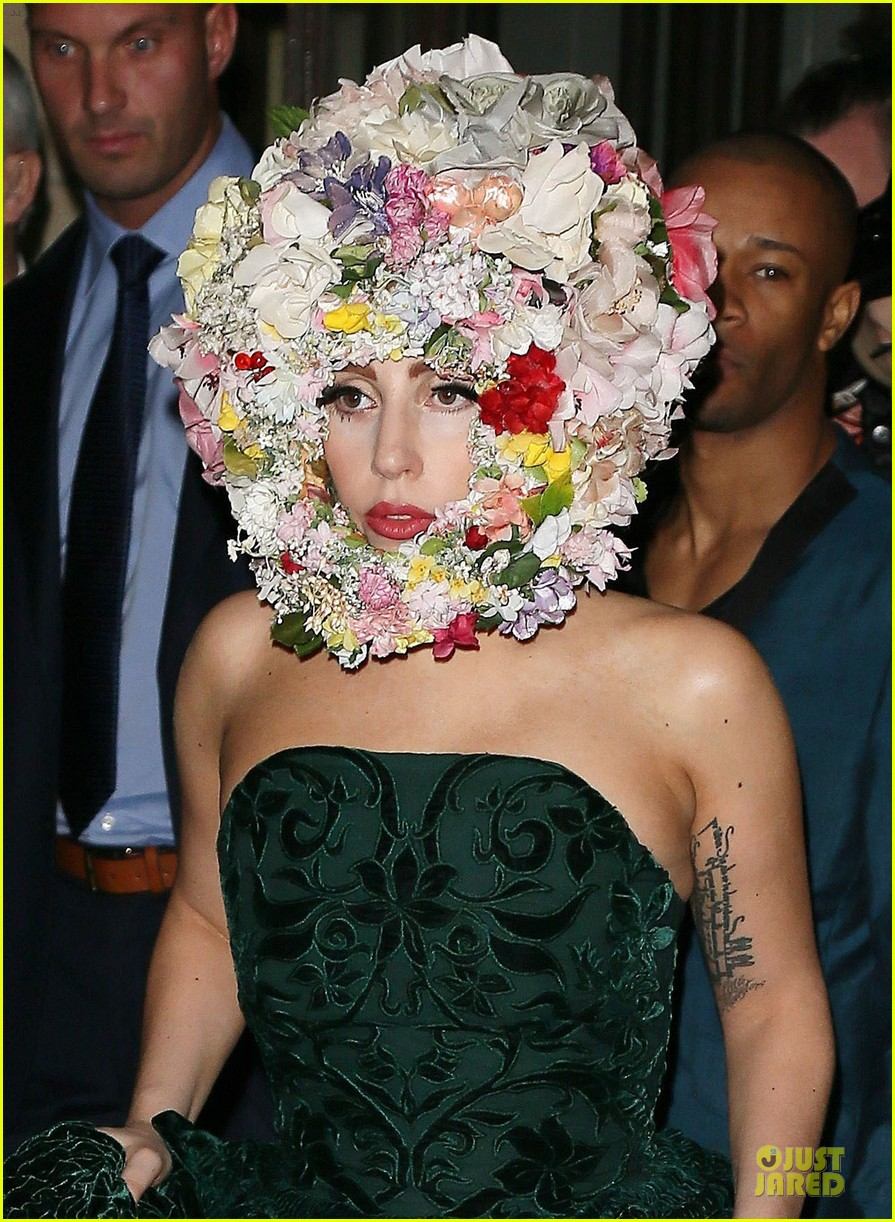 Lady Gaga Philip Treacy Fashion Show New 04