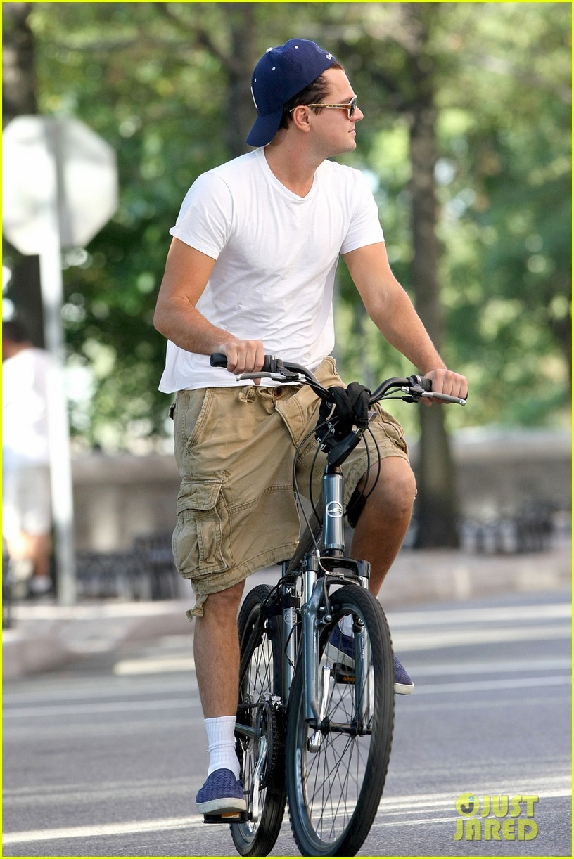 leonardo dicaprio bike ride in tribeca 05