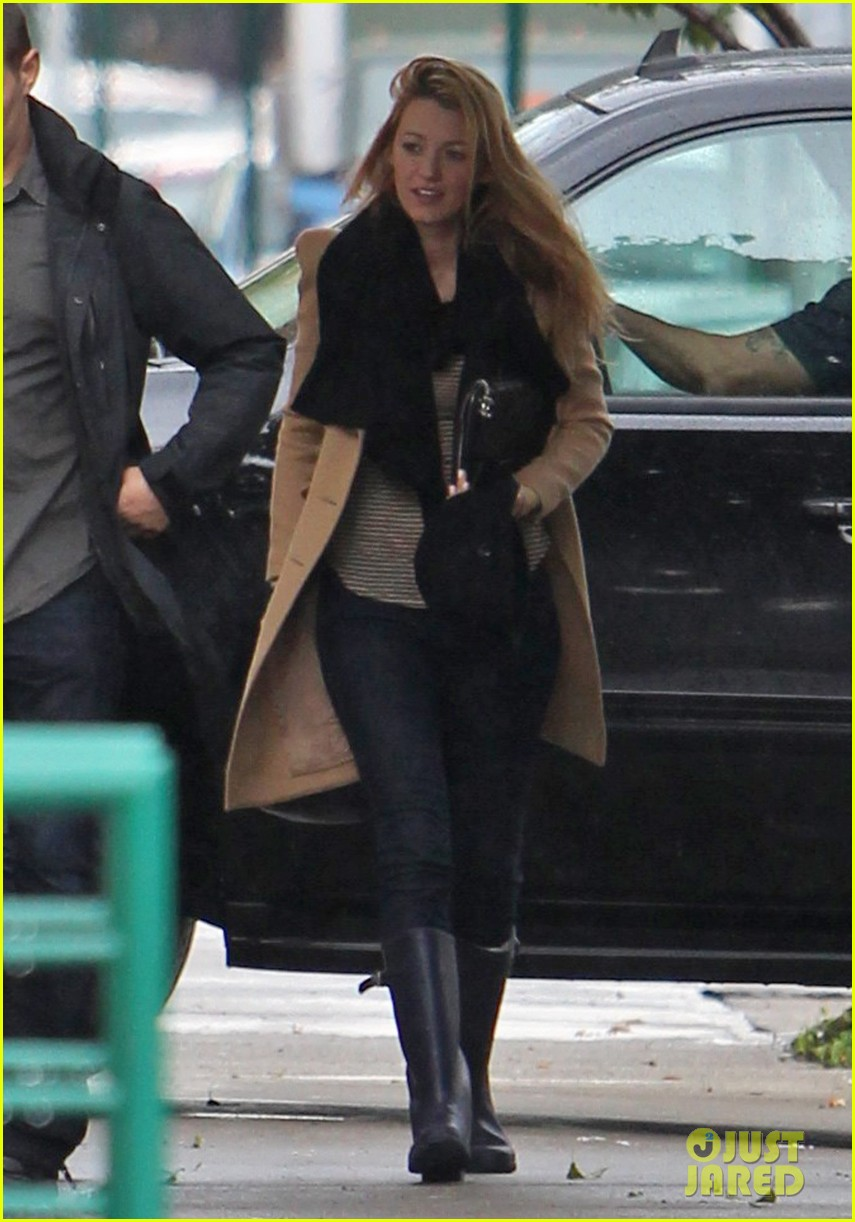 blake lively rainy gossip girl set day 01