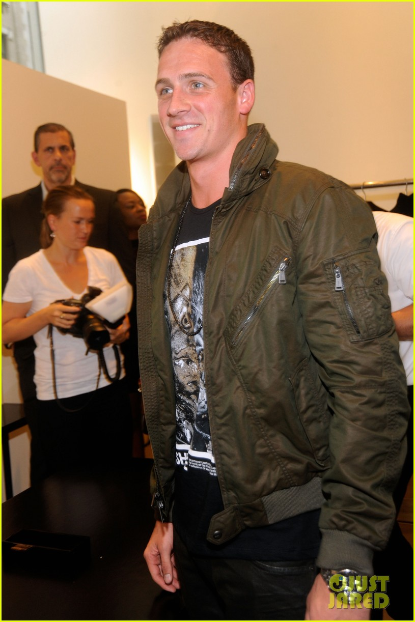 ryan lochte calvin klein fashions night out 09