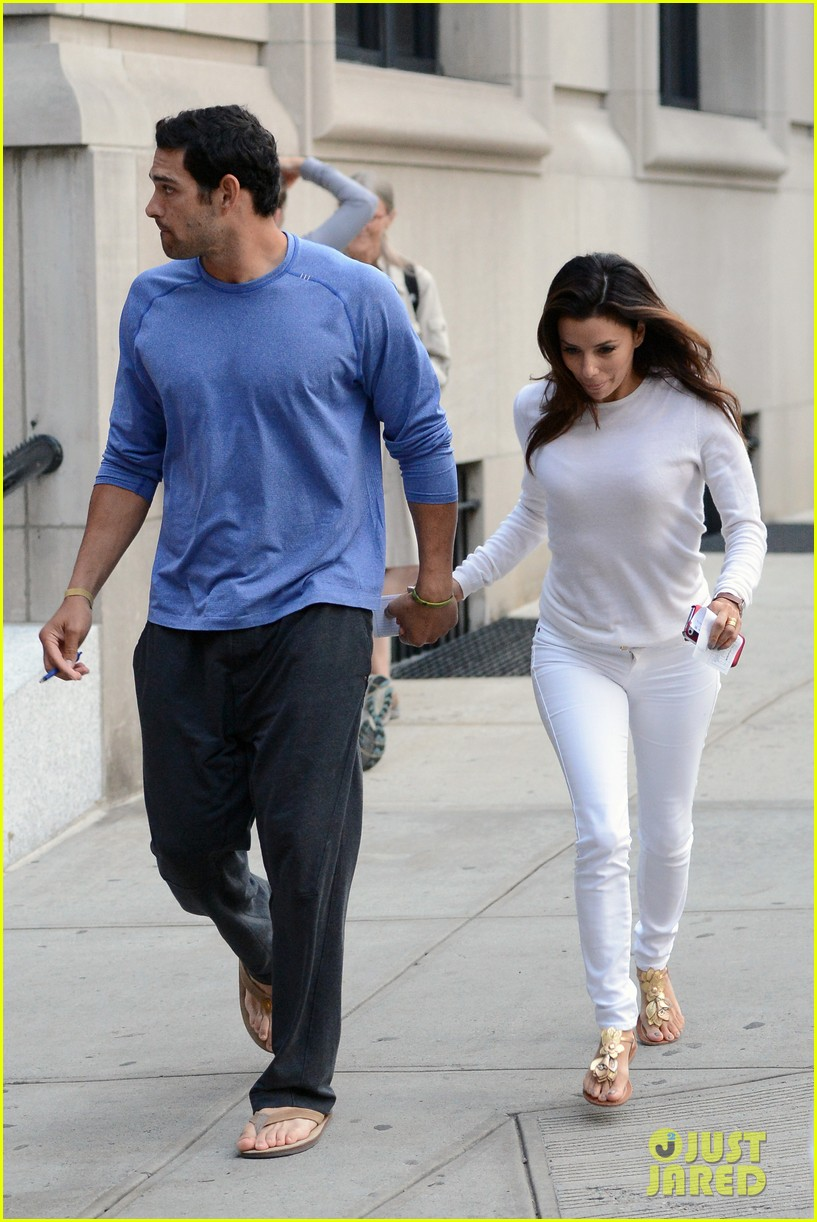 eva longoria mark sanchez holding hands 01
