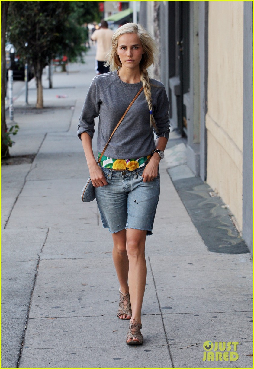 isabel lucas labor day lunch 012714527
