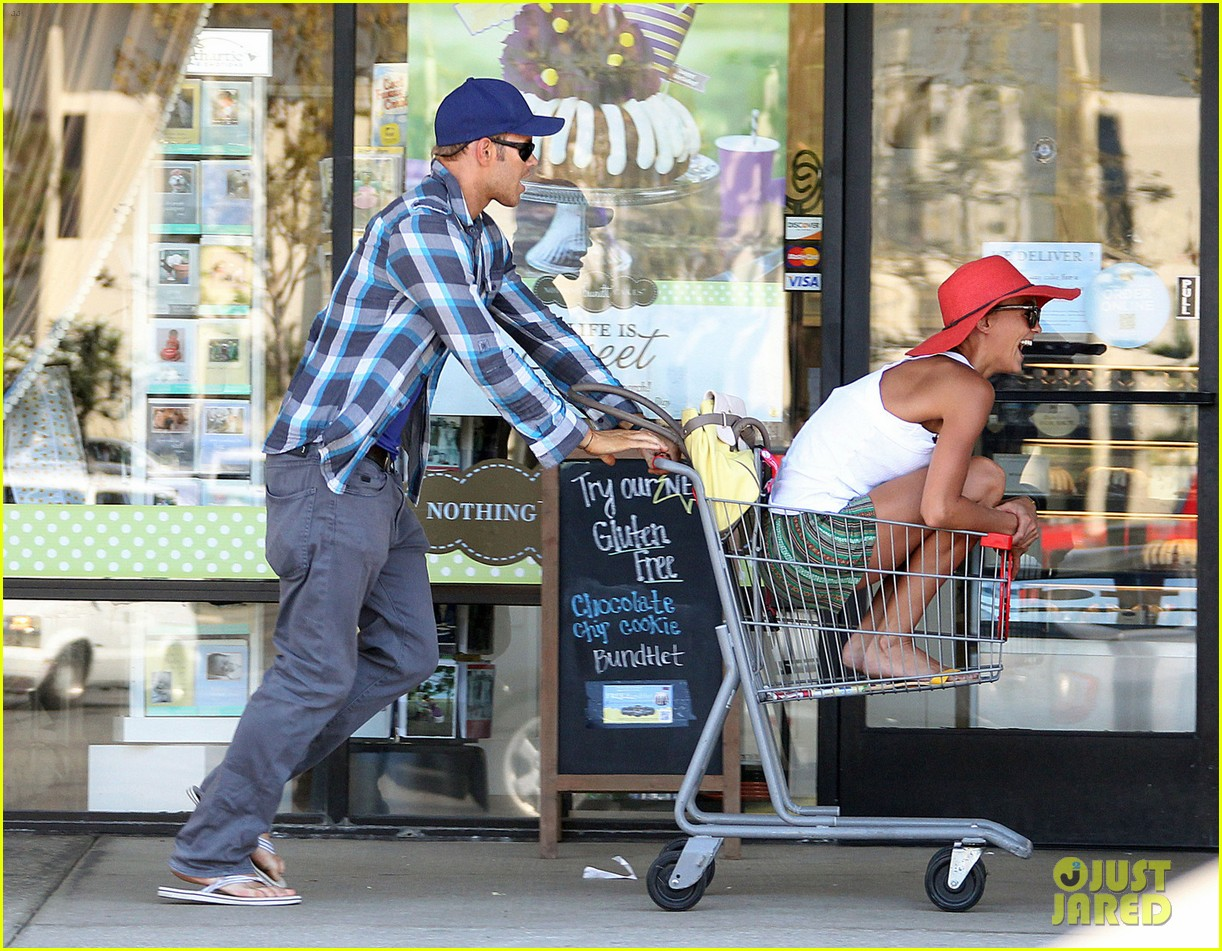 kellan lutz shopping cart ride for sharni vinson 08