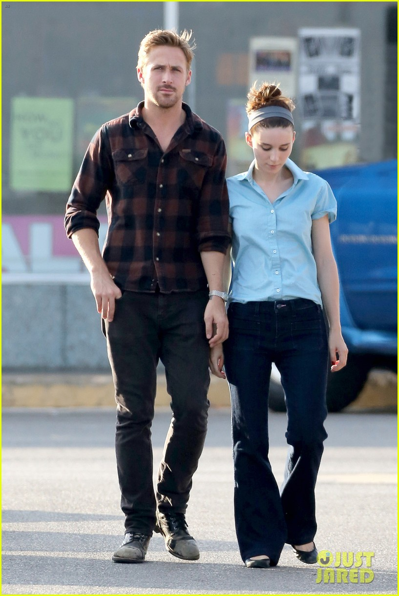 rooney mara pushes ryan gosling face on malick set 03