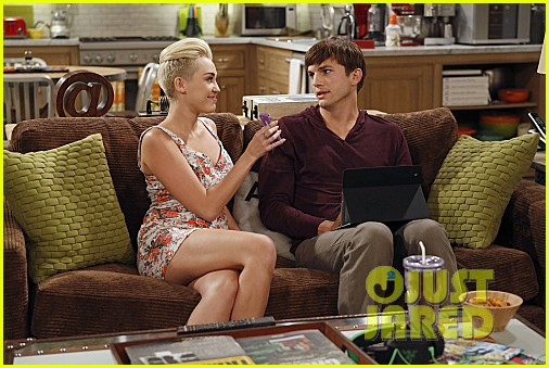 miley cyrus two and a half men stills 01