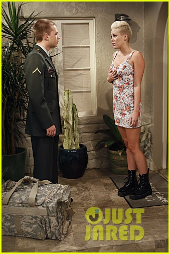 miley cyrus two and a half men stills 02