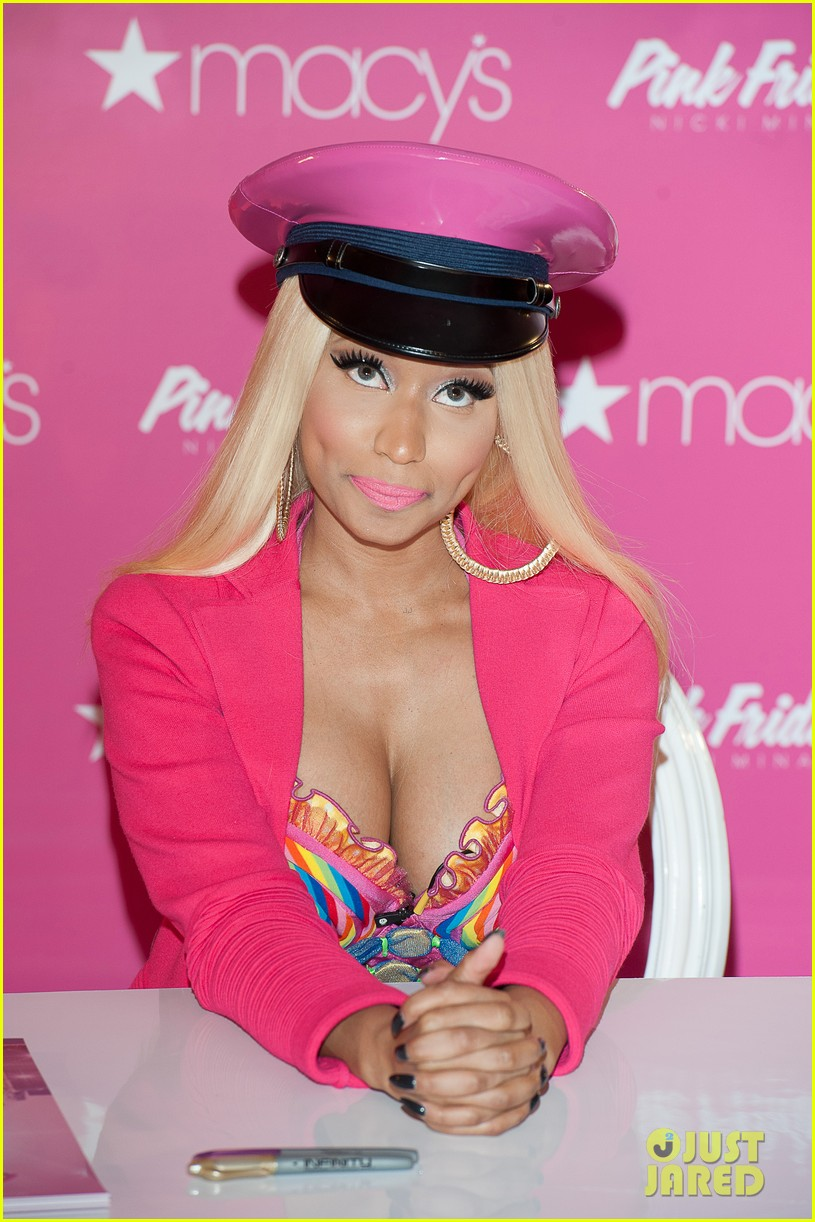 nicki minaj pink friday fragrance launch 02