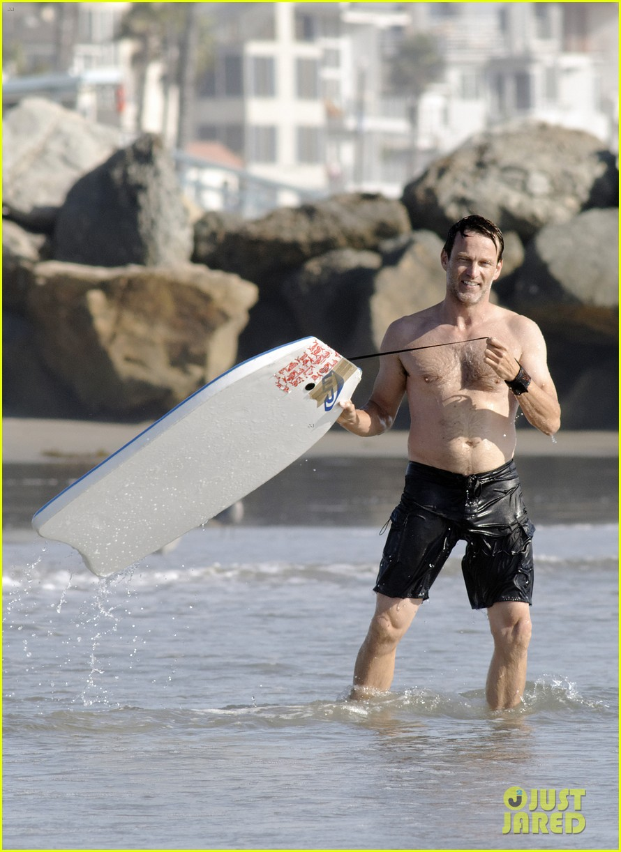 stephen moyer shirtless in venice beach 02