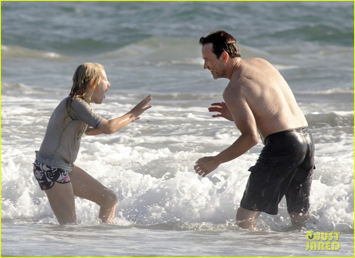 stephen moyer shirtless in venice beach 13