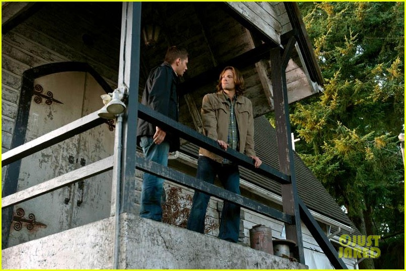 jared padalecki jensen ackles supernatural s8 stills 02
