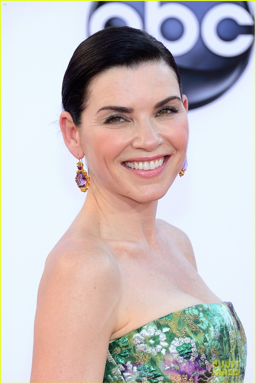 julianna margulies archie panjabi emmy awards 02