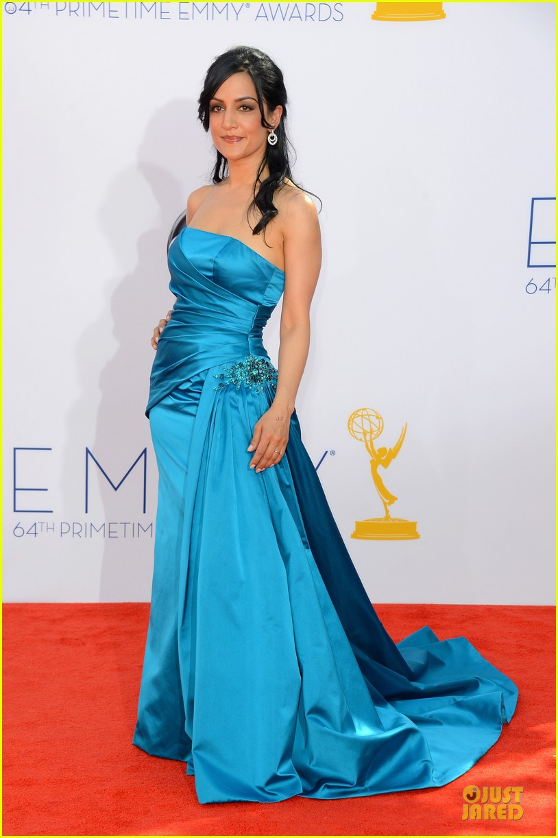 julianna margulies archie panjabi emmy awards 042727371