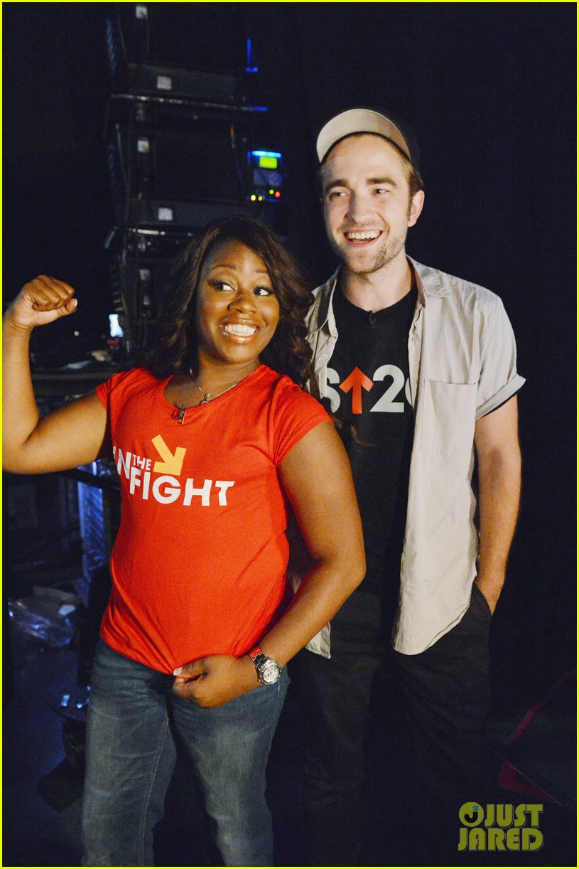 robert pattinson meets cancer survivor at su2c telecast 03