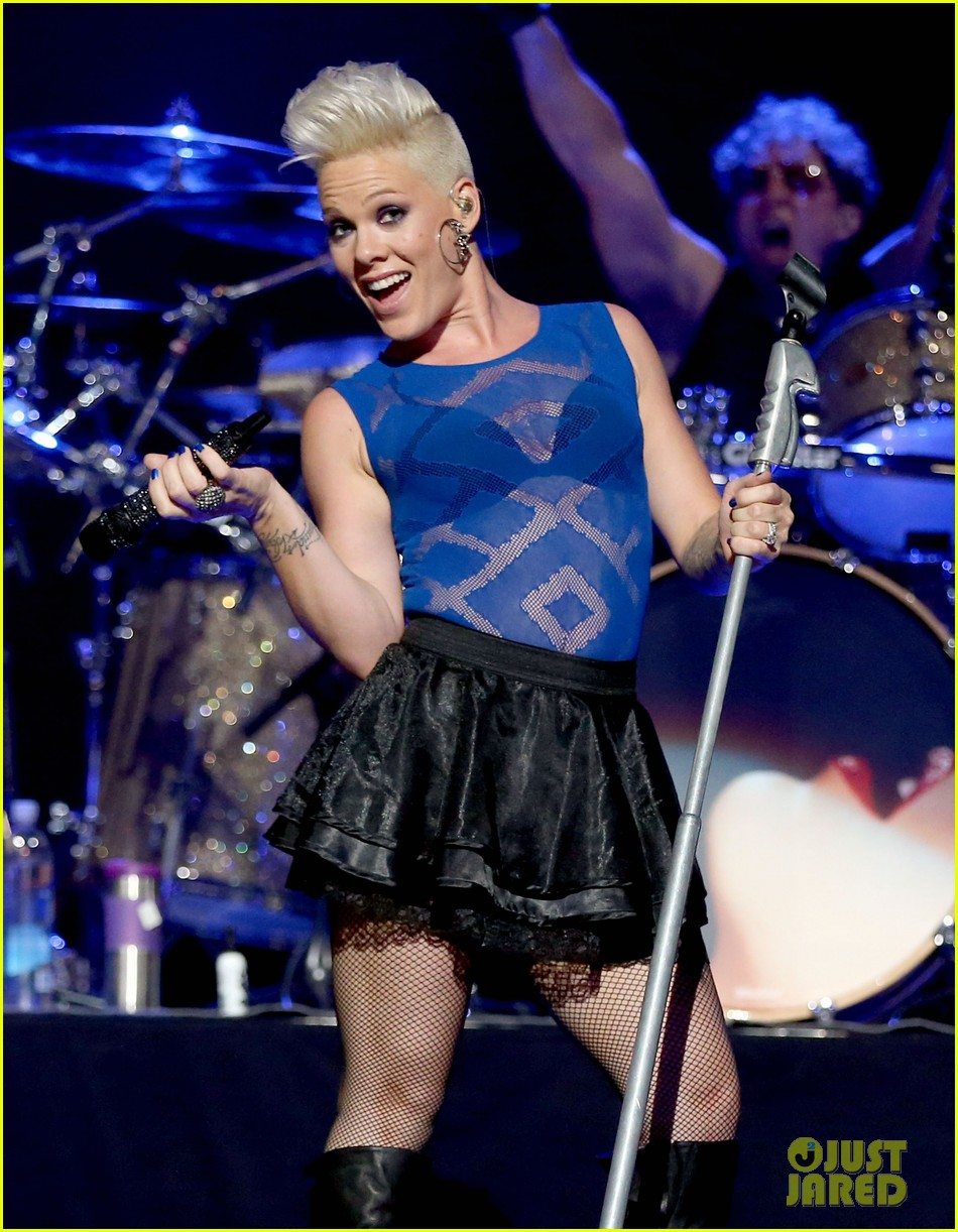 pink flies during iheartradio music festival performance 042726785
