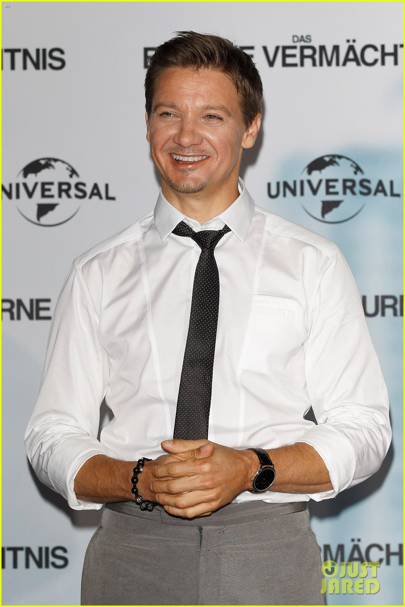 jeremy renner bourne legacy berlin photo call 11