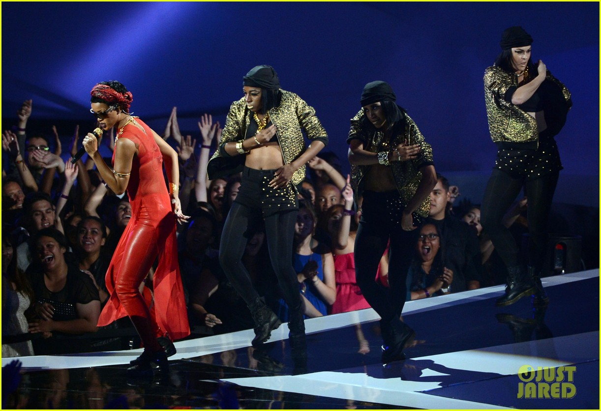 rihanna mtv vmas performance 2012 watch now 04