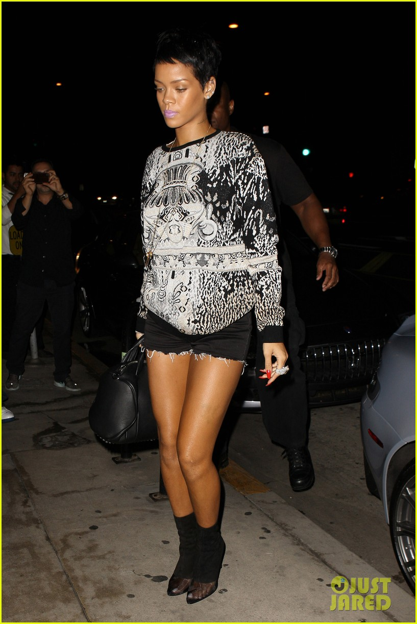 rihanna santa monica night 01