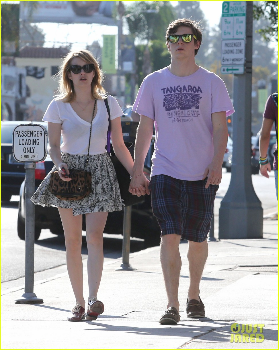 emma roberts evan peters holding hands on melrose 06