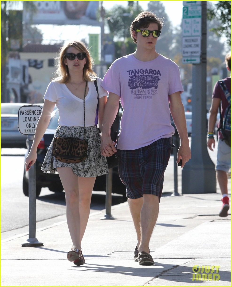 emma roberts evan peters holding hands on melrose 082725516