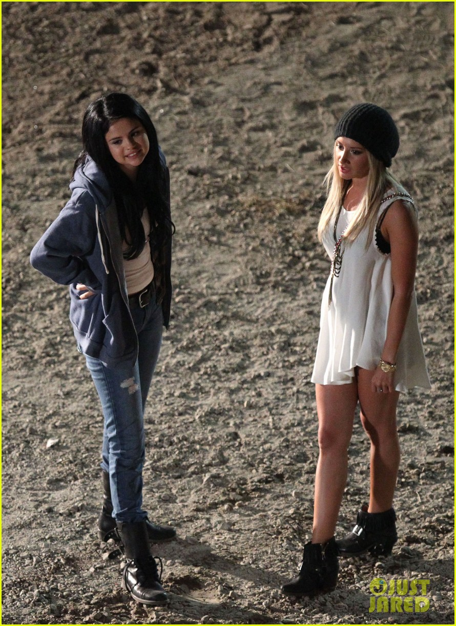 ashley tisdale the getaway set with selena gomez 012722178