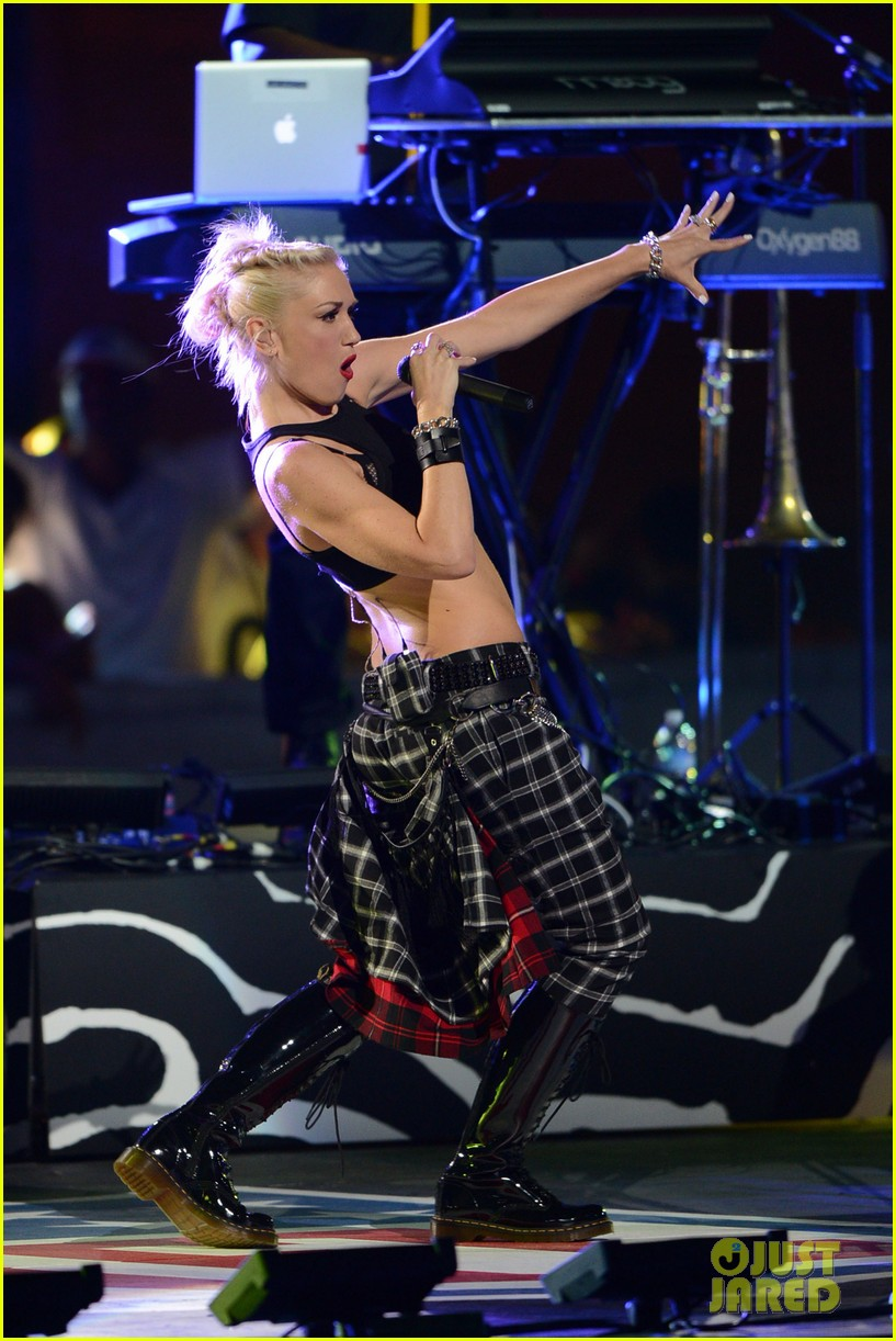 gwen stefani no doubt perform at nfl kick off concert 18