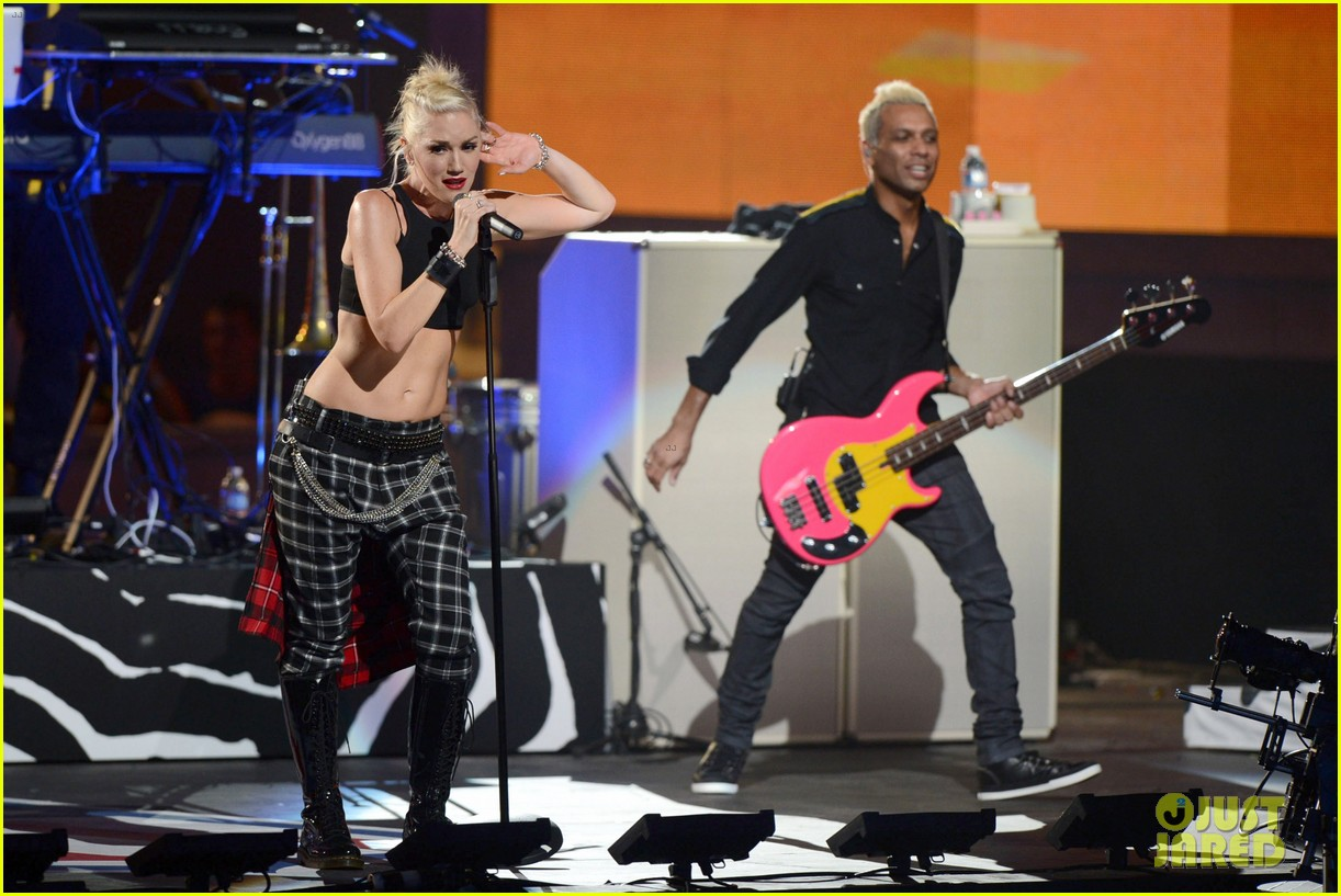 gwen stefani no doubt perform at nfl kick off concert 37