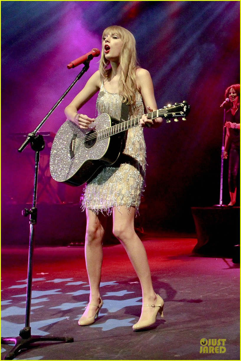 Taylor Swift: Rockin' Rio!: Photo 2721881