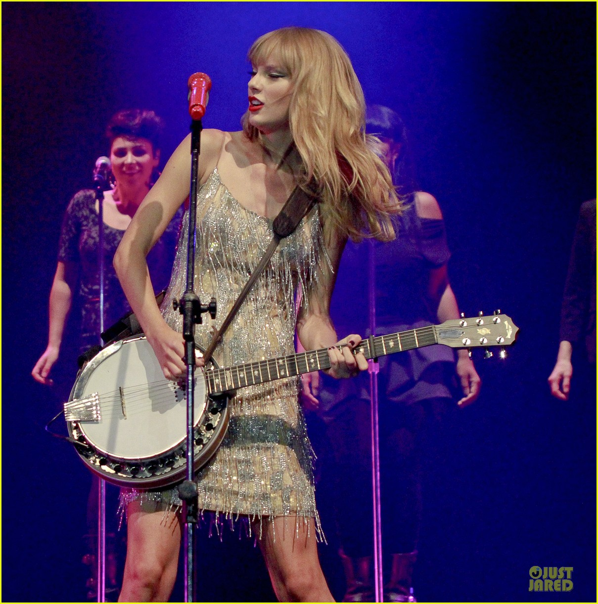 Full Sized Photo of taylor swift perfornance in brazil 13 ...