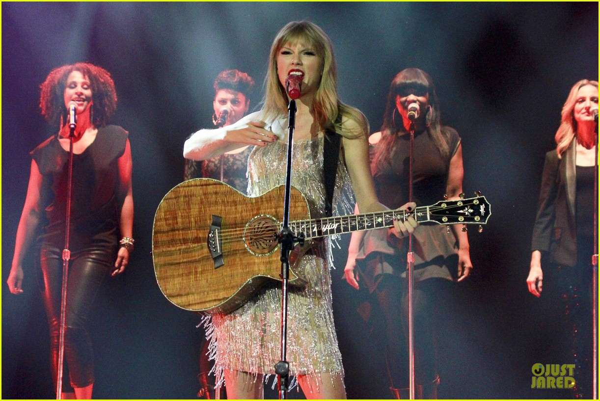 Taylor Swift: Rockin' Rio!: Photo 2721916