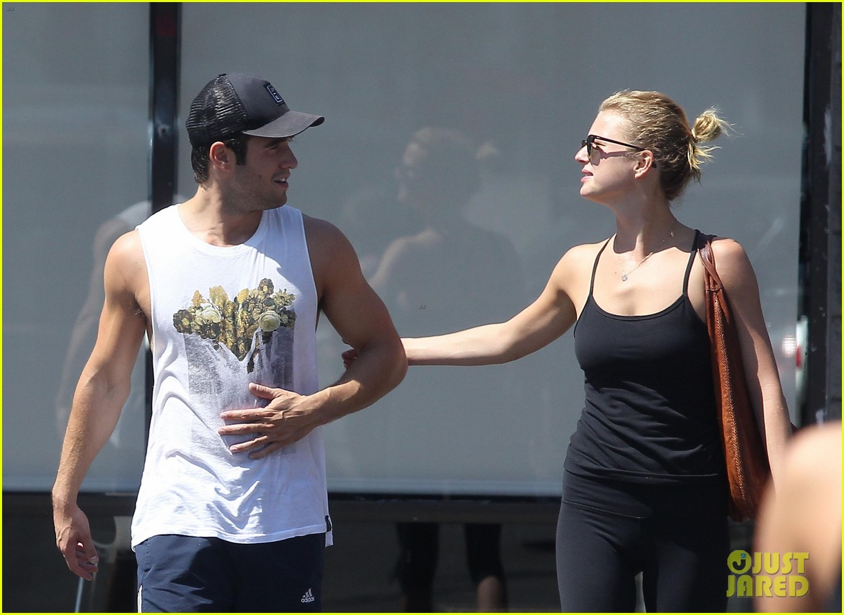 emily vancamp josh bowman watch revenge on netflix 022722547