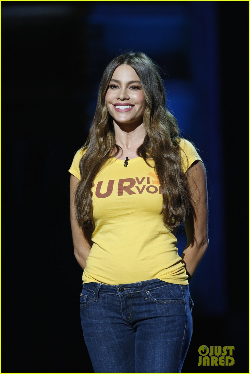 sofia vergara chelsea handler stand up to cancer 02